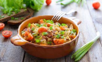 Летнее овощное рагу с картофелем в мультиварке