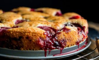Сливовый пирог по рецепту «New York Times»