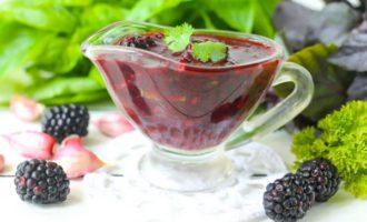 Соус из ежевики и неспелого винограда