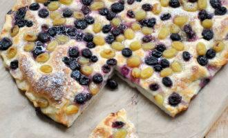 Итальянский пирог с начинкой из винограда