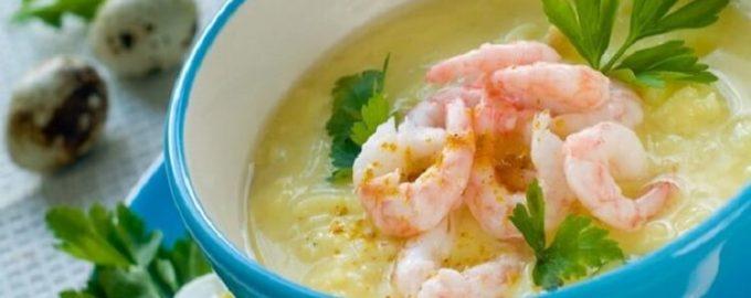 Сырный суп с креветками и зеленью
