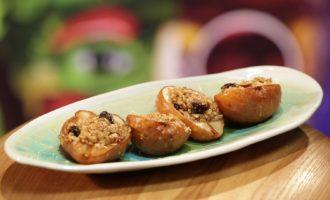 Печеные груши с овсянкой в меду