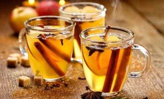Глинтвейн с белым вином, ромом и изюмом