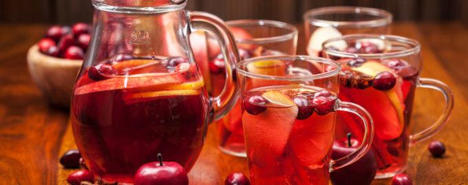 Яблочный глинтвейн с куантро, анисом, клюквой и корицей