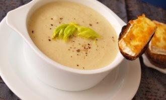 Сырный суп сельдереем