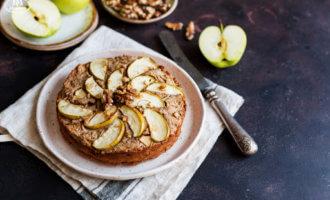Яблочный пирог с грецкими орехами по-провански