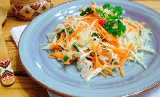 Витаминный салат с морковью и капустой