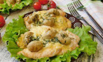 Куриное филе с грибами и сыром