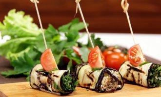 Рулеты из баклажанов с сыром и грецкими орехами