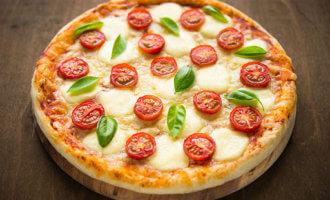 Пицца классическая Маргарита с моцареллой