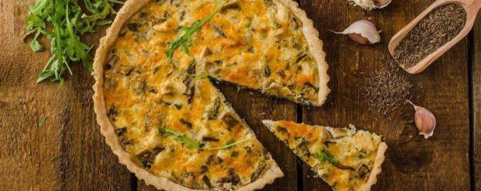 Французский пирог с картофелем, ветчиной и грибами