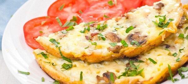 Нежный омлет с грибами и сыром