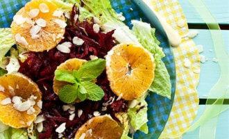 Салат из сырой свеклы с апельсином