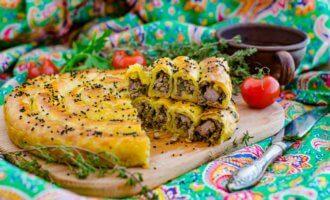 Турецкий бурек с мясной начинкой