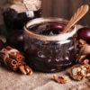 Сливовое варенье с грецким орехом и корицей