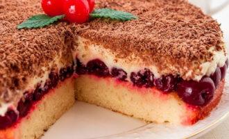 Торт с вишней и кремом из сыра маскарпоне