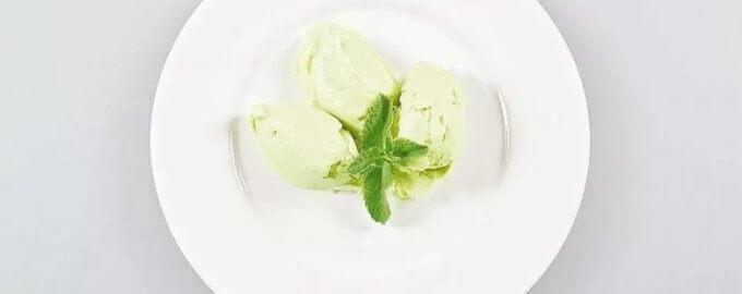 Йогуртовое мороженое с авокадо и огурцом