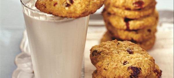 Низкокалорийное овсяное печенье с вишней