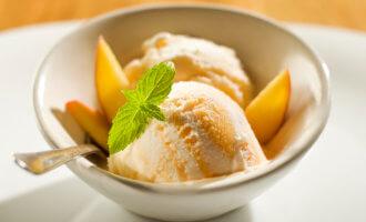 Лимонно-имбирное йогуртовое мороженое