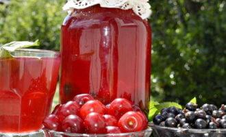Компот из вишни и смородины