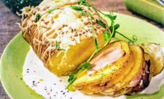 Запеченный картофель-гармошка в сливках
