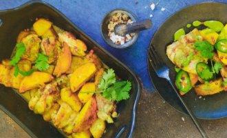 Курица с ананасом и соусом мохо