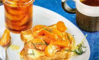 Тосты с пряными мандаринами на завтрак