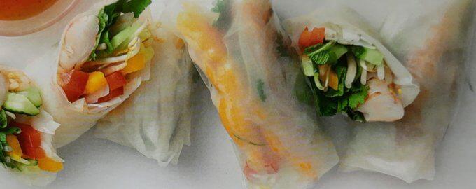 Вьетнамский рэп с креветками и лапшой в рисовой бумаге