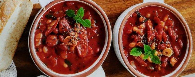 Фасолевый суп с колбасками
