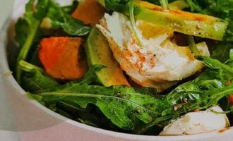 Салат с запеченной тыквой и авокадо