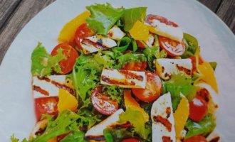 Салат с жареным сыром и апельсинами