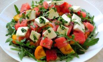 Салат из помидоров и феты