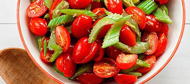 Азиатский салат из помидоров и сельдерея